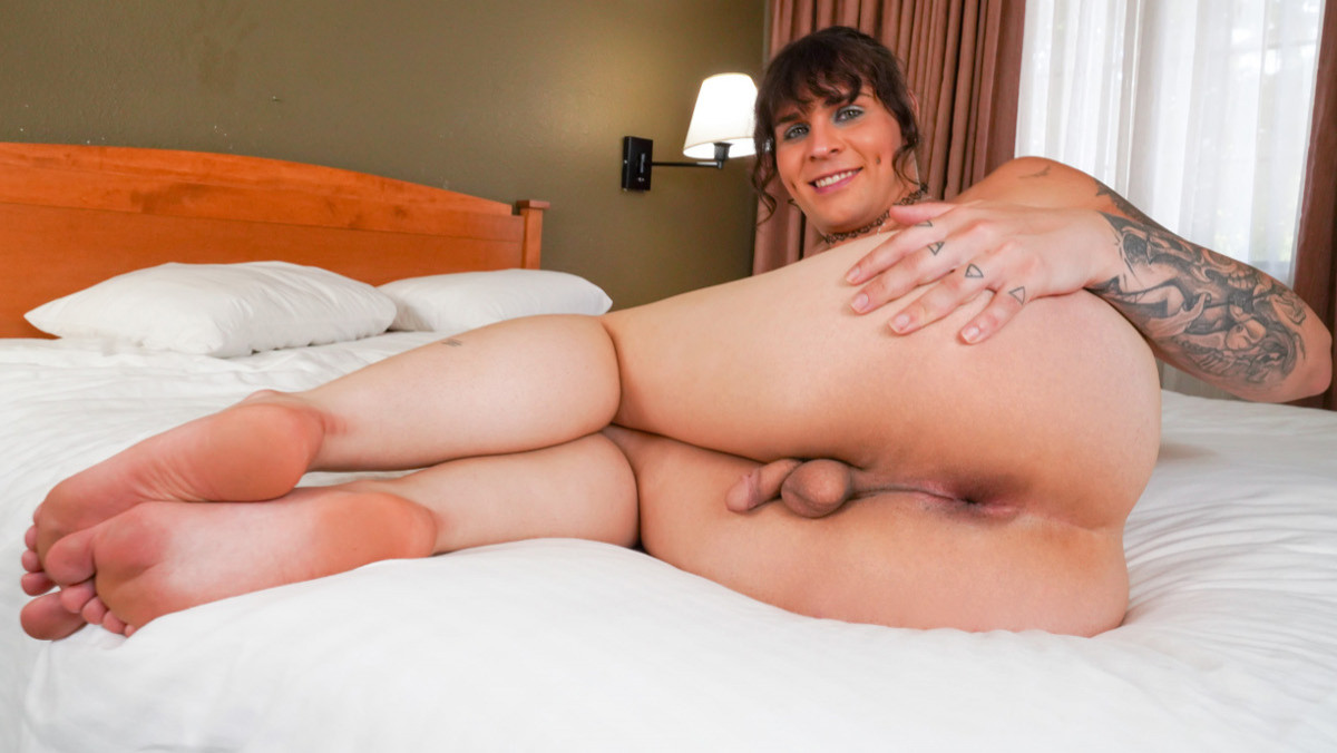 Vivian Visceral Strokes And Cums!